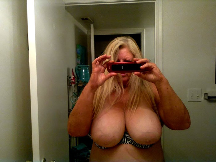mother big boobs selfie in mirror
