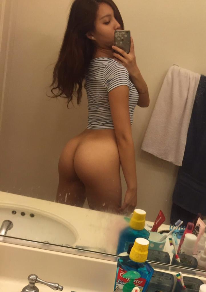 teen girl big ass selfie in mirror shirt on